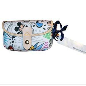 Dooney & Bourke Disney Sketch Wristlet 💄